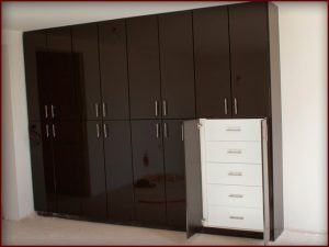 Closet-MDF-Alto-Brillo-Chocolate-Estilo